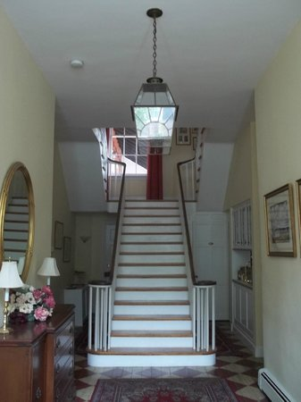 Ascot House Bed and Breakfast: Here is the entrance hall leading to the grand set of stairs