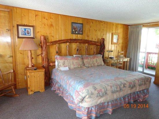 Country Lodge: John Wayne Room (#10)