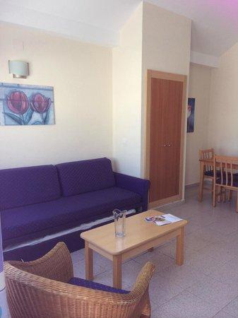 Cinco Plazas : Living area bed settee