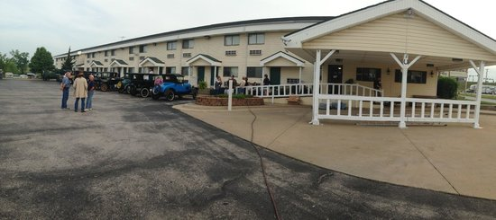AMERICAS BEST VALUE INN - OZARK