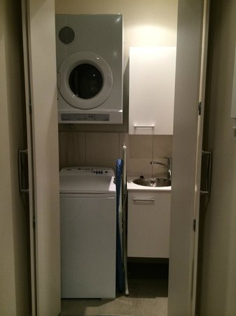 The Rees Hotel & Luxury Apartments: Laundry room next to the front door