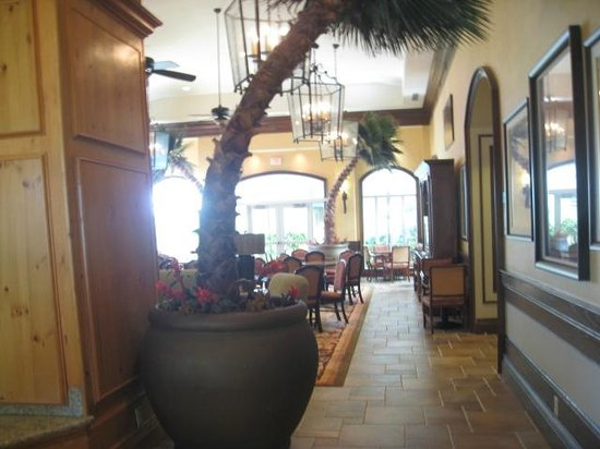 Homewood Suites by Hilton Palm Beach Gardens: lobby looking out to the breakfast area