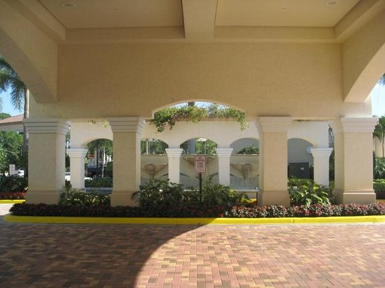 Homewood Suites by Hilton Palm Beach Gardens: looking out to the front of the hotel from the lobby
