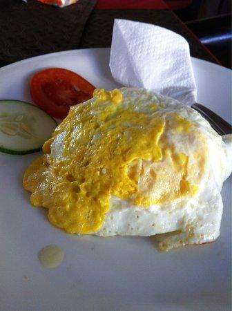 Sanur Agung Hotel: Завтрак-яичница,а под ней рис