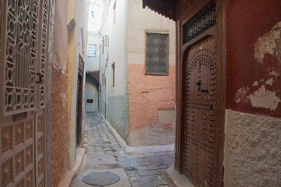 Médina de Meknès : メクネスの細い裏路地