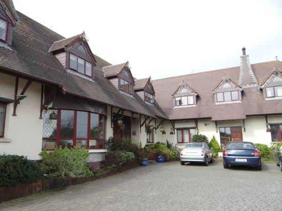 Glenshandan Lodge: Front of the lodge