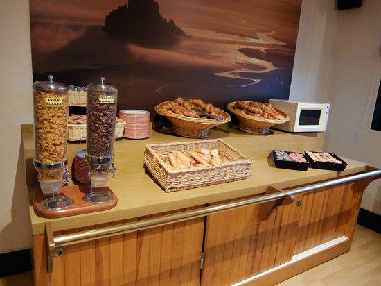Hôtel Vert : オテル ヴェール・・・朝食レストラン 熱々のフランスパンは格別!