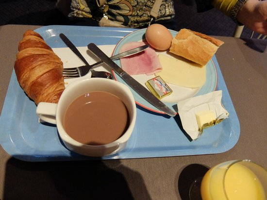 Hôtel Vert : オテル ヴェール・・・朝食でカットしたフランスパンとクロワッサンはやはり本場もの!