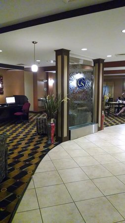Comfort Suites At WestGate Mall: Lobby