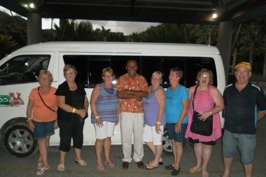 Fiji Hideaway Resort & Spa: this is our group with jo from debs tours