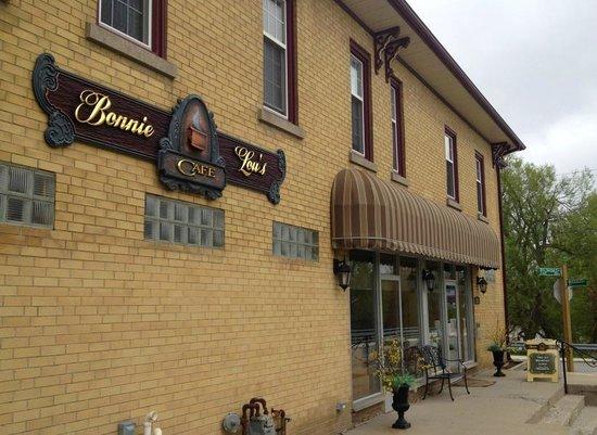 Bonnie Lous Cafe: The restaurant store front
