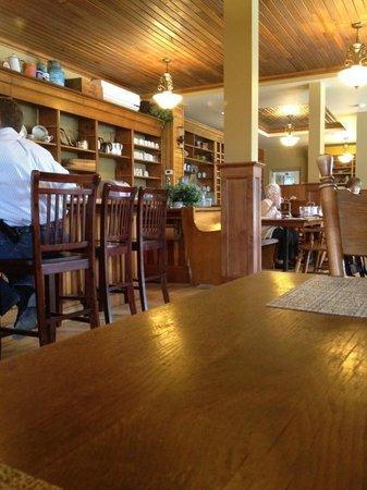 Bonnie Lous Cafe: Interior view