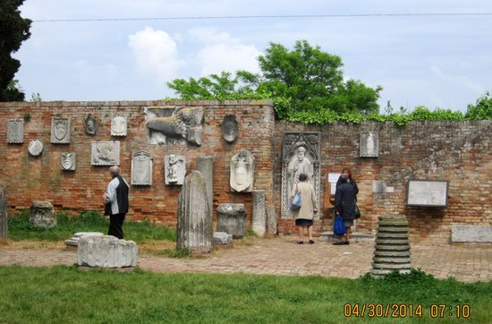 Isla de Torcello: Artifacts from early years of Torcello