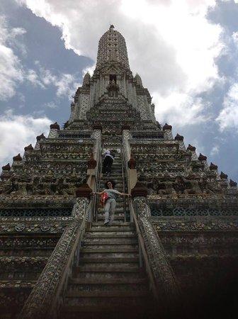 Wat Arun (Tempel der Morgenröte): le scale più ripide mai fatte prima…. tutto allietato da una maestosa PACE!