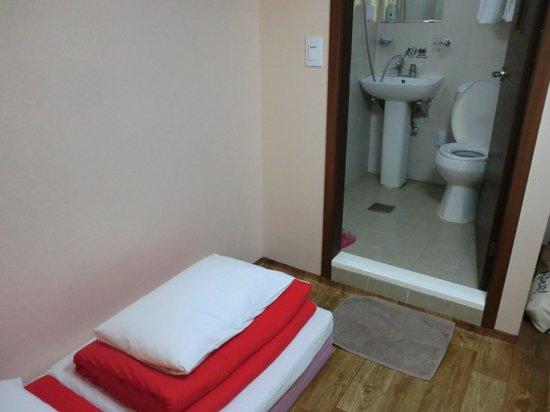 Kukje Guesthouse : トイレと一緒の韓国式シャワー