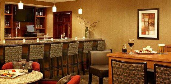 HYATT house Scottsdale/Old Town: Great bar!