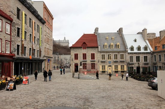 Lower Town (Basse-Ville): Village square or court yard