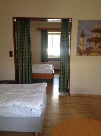 Hotel Hofwirt Salzburg: Bedroom.