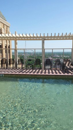 Drury Plaza Hotel San Antonio Riverwalk: Roof top pool