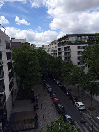 Kyriad Hotel Paris Bercy Village: vista desde el dormitorio!