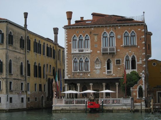 Hotel Palazzo Stern: View from across the canal