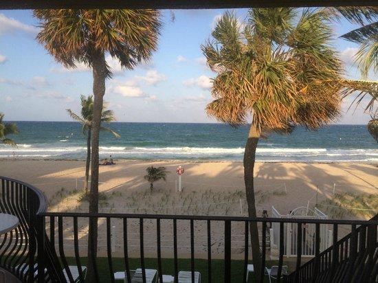 High Noon Beach Resort: beach from balcony