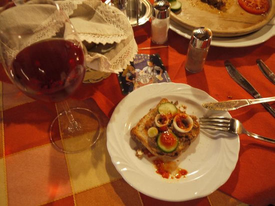 Vadvirag Restaurant and Guesthouse Hotel: Hungarian wine & steak Tartar