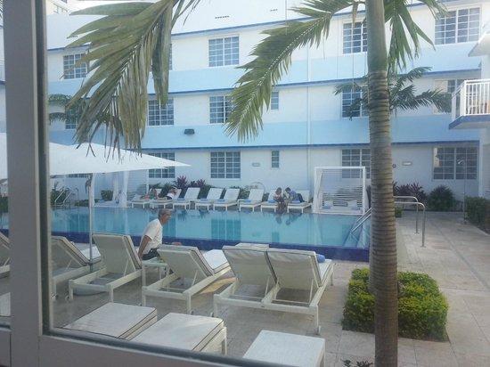Pestana South Beach Art Deco Hotel: Quarto com vista para a piscina