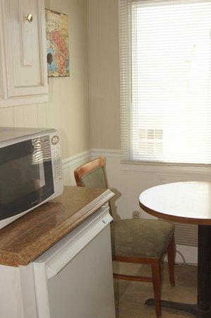 Beach View Inn : Microwaves & Refrigerators in Every Room