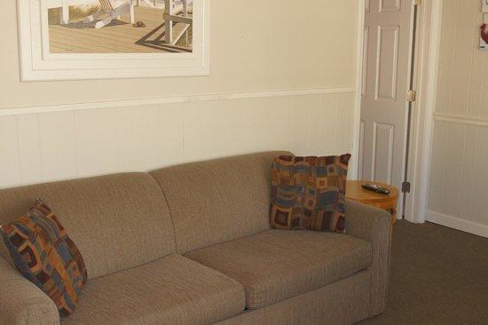 Beach View Inn : Sofa in Suite
