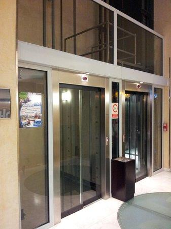 Catalonia El Pilar : Elevators