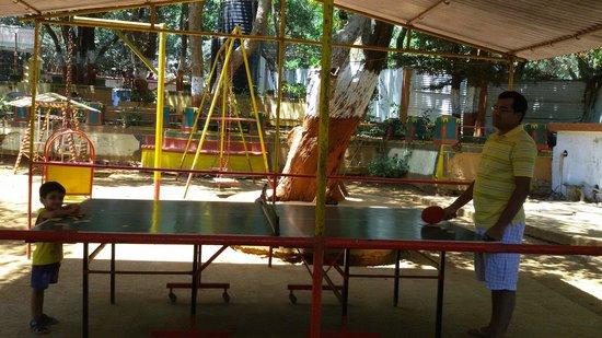Gujarat Bhavan Hotel: Table tennis coaching from papa
