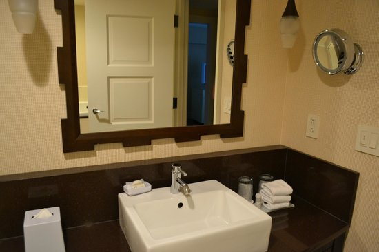 Le Meridien Arlington: Bathroom