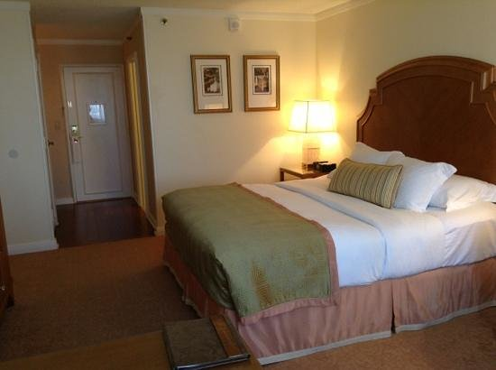 The Whitley, A Luxury Collection Hotel, Atlanta Buckhead: comfy bed