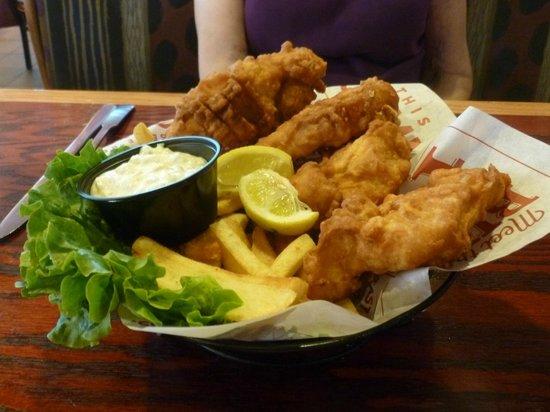 Red Robin Burger & Spirits Inc: Fish and Chips Basket