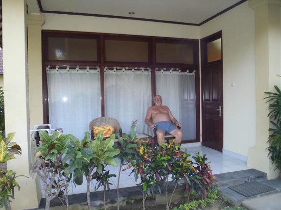 Besakih Beach Hotel : Our bungalow