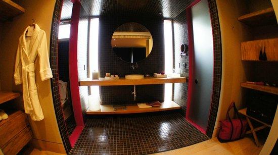 Hotel Bo : Bathroom of Deluxe room
