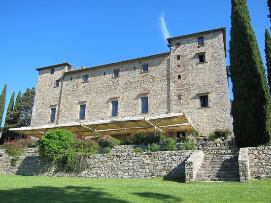 Castello di Spaltenna Exclusive Tuscan Resort & Spa: View from the back garden with breakfast terrace