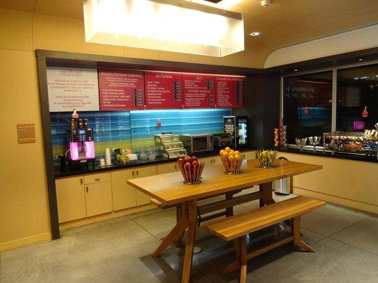 Aloft Bogotá Airport: Food / Lobby