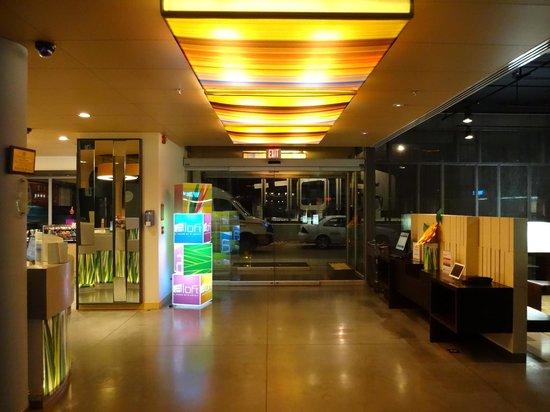 Aloft Bogotá Airport: Entrance