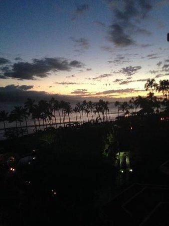 Hyatt Regency Maui Resort and Spa: the beach at night