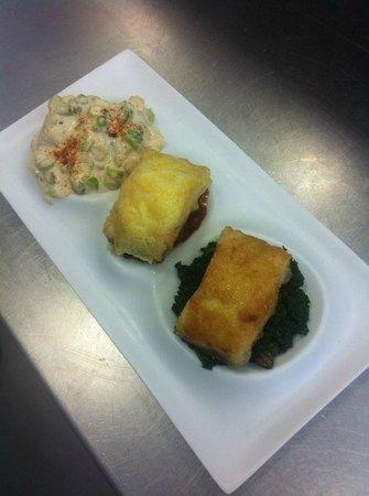 Hotel Medium Sitges Park: Trio de bacalao: A la crema de ajos tiermos con cama de humus, al capricho, y con fondo ....