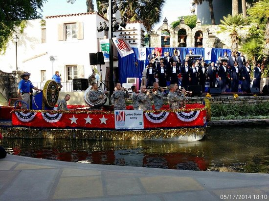 Arneson River Theater : Armed Forces Day River Parade