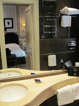 FH Calzaiuoli Hotel: Bathroom
