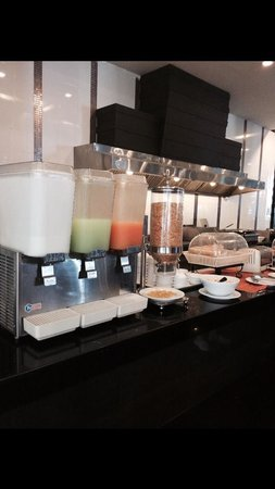 Casa Del M, Patong Beach: buffet breakfast