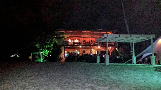 Jellyfish Beach Restaurant: View of restaurant from the beach