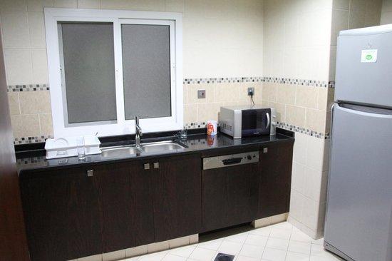 Rose Garden Hotel Apartments - Al Barsha: Quarto Triplo - Cozinha
