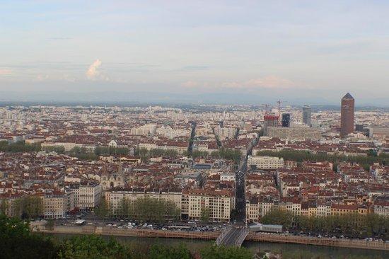 Fourviere Hill: Montanha Fouvière vendo Torre du Crédit Lyonnais em destaque.