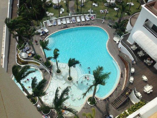 Movenpick Hotel Mactan Island Cebu: View of pool from the room