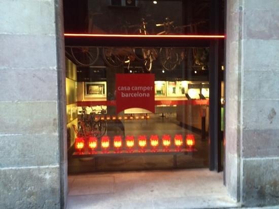 Casa Camper Hotel Barcelona: street view
